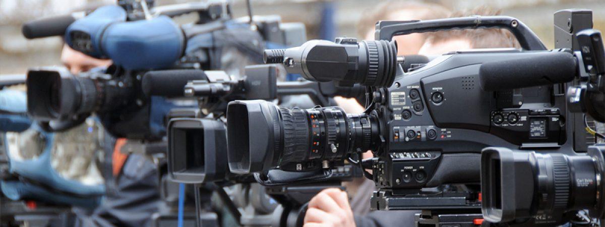 Реакција  на третманот на новинарските екипи што ги следат преговорите
