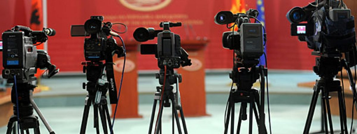 Приватните медиуми зависни, а јавните во служба на власта