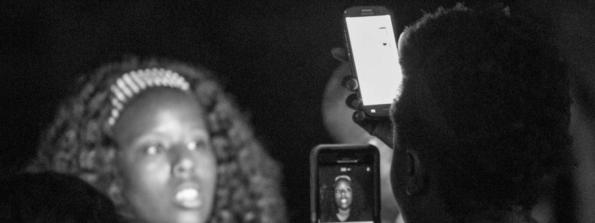 Како да решите дали да објавите експлицитни фотографии и видеа