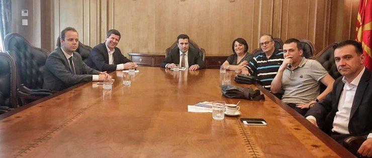ЗНМ и ССНМ побараа од премиерот Заев итни медиумски реформи