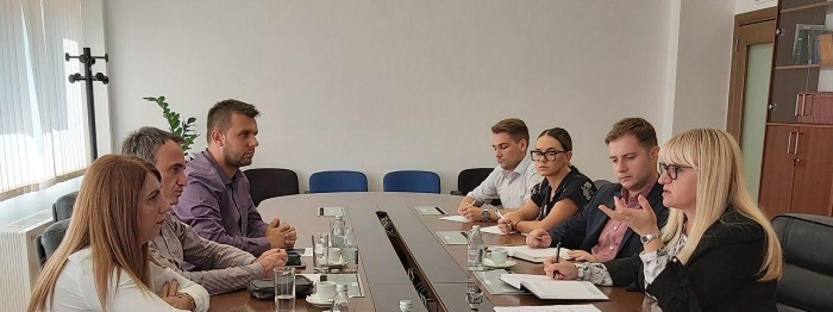 ССНМ и ЗНМ: Нападите врз новинарите да бидат третирани како напади врз службени лица