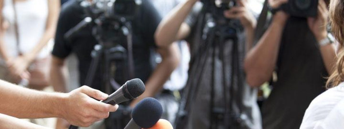 Новинарите и медиумските работници со плата далеку под просечната