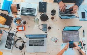 Како работата од далечина влијае врз редакциите